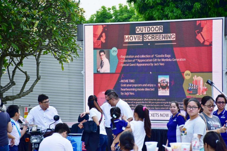 MOBO MB-10 LED screen trailer attending outdoor event