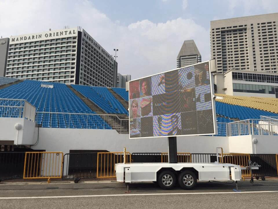 client use MB-10 LED screen trailer fo events